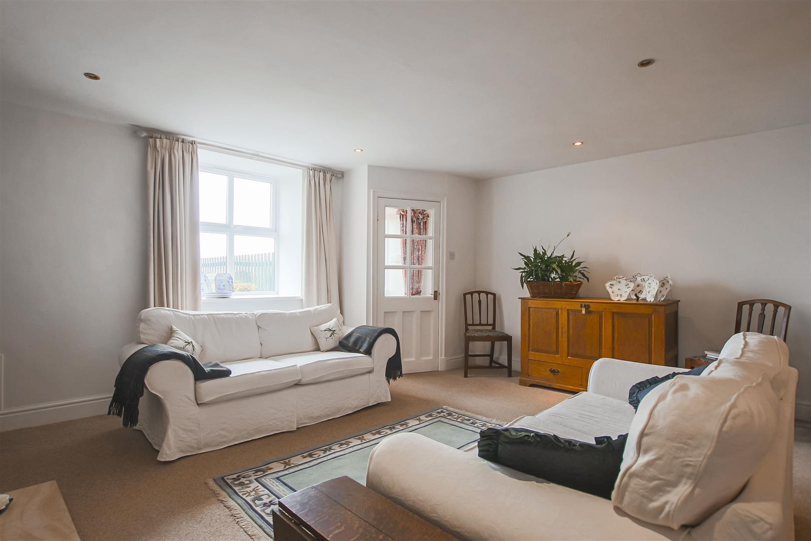 4 Bedroom Townhouse House For Sale - Image 8